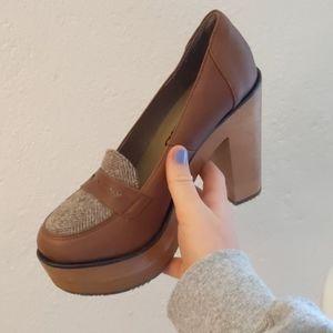Cubana's Wave Loafer Heel size 7
